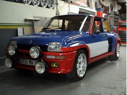 Restauration d'une Renault 5 turbo 2 aux couleurs R5 turbo Philips par Autobodyshop