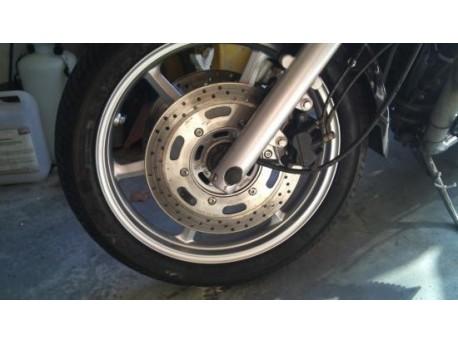 Réparation d'une jante de moto (Triumph) par Autobodyshop